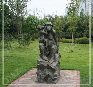 MONKEY MOTHER HOLD BABY GARDEN SCULPTURE DZ-MONKEY25