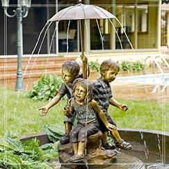 outdoor home decoration life size children water fountain statue with umbrella