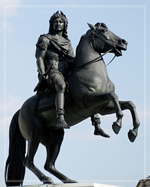 Louis XIV ride on a horse  bronze statue