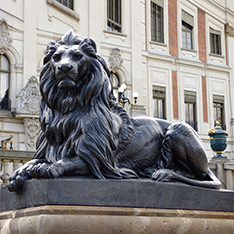 large bronze lion statue for hotel decorative